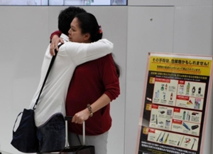 En septiembre pasado, la madre de Utinan retornó a Tailandia con la esperanza que su hijo obtendría el permiso especial de residencia si estaba bajo el cuidado de una tercera persona.