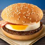 [MAKUDONARUDO]  hallan objeto metálico en hamburguesa